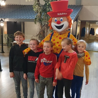 Clown Happy in Aparthotel Delden